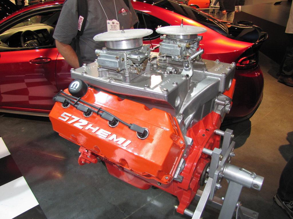 MOPAR-ENGINE.JPG